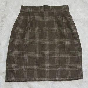 Stylish VTG Plaid Skirt